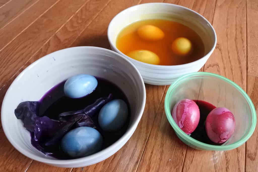 Easter eggs natural food colour dye Ottawa foodie blog zero waste Latvia tradition egg smash game jackie lane