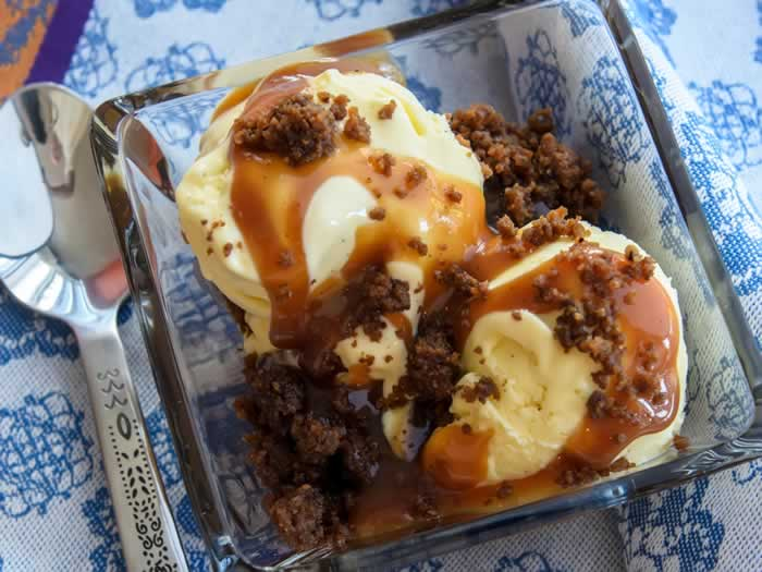 Sweet Corn & Vanilla Bean Ice Cream with Spiced Caramel Apple Sauce & Gingersnap Crumble   LunaCafe