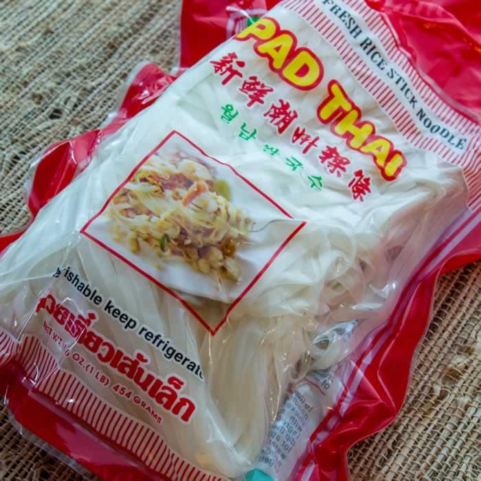 Phat Thai (Stir-Fried Rice Noodles with Tamarind Sauce, Peanuts & Lime)   LunaCafe