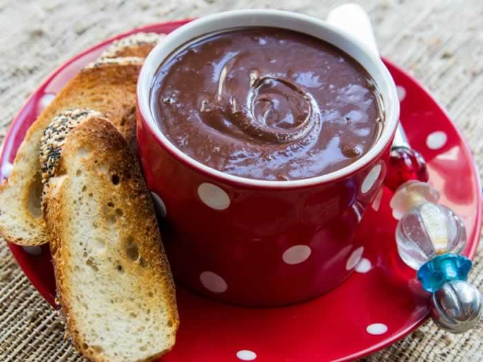 Super-Easy Homemade Nutella (Hazelnut Butter & Cocoa Spread) | LunaCafe