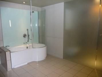 Hilton London Waldorf - Executive Room bathtube