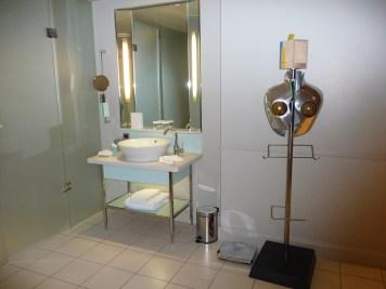 Hilton London Waldorf - Executive Room bathroom