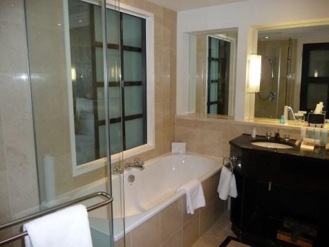 Hilton Park Lane - Park Lane Suite bathroom