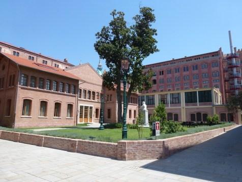 Hilton Molino Stucky - Courtyard