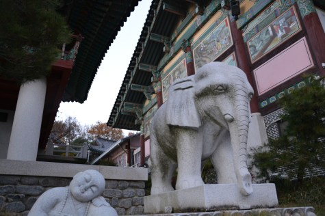 Bongeunsa statues