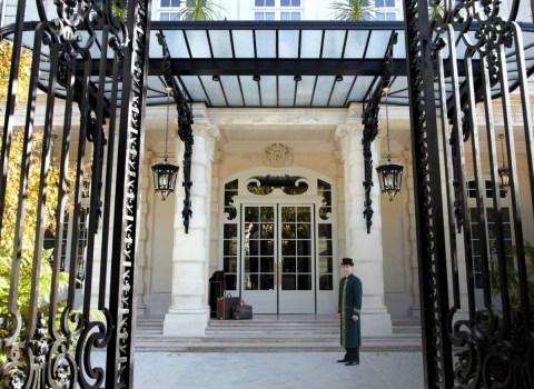 Shangri-La Paris - Main entrance