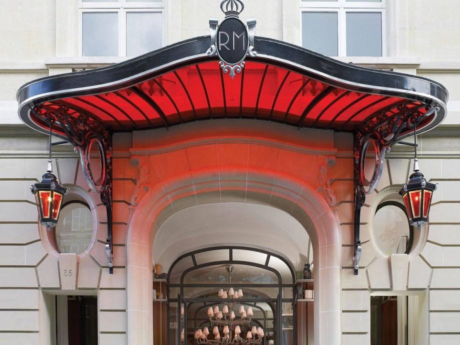 Royal Monceau - Entrance
