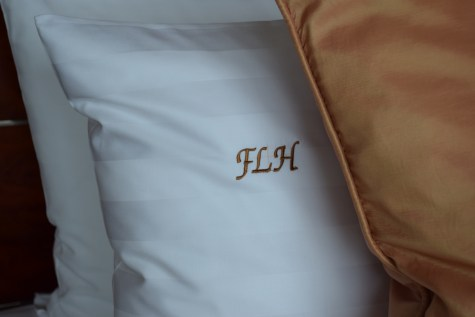 Pudong Shangri-La - Grand Tower Room - Personalized pillow