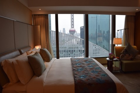 Mandarin Oriental Shanghai - Club Room River View bed