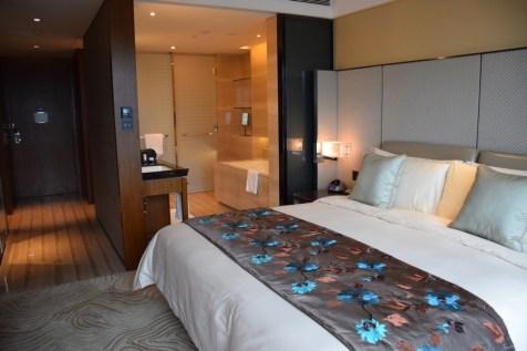 Mandarin Oriental Shanghai - Club Room River View living