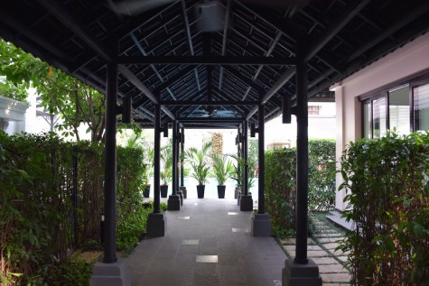 Villa Song Saigon - Path between street's entrance and building