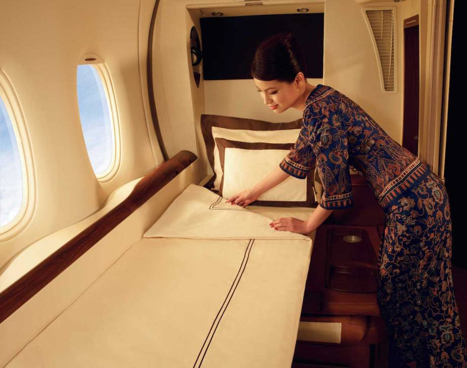Singapore Airlines A380 Suites - Bed make up