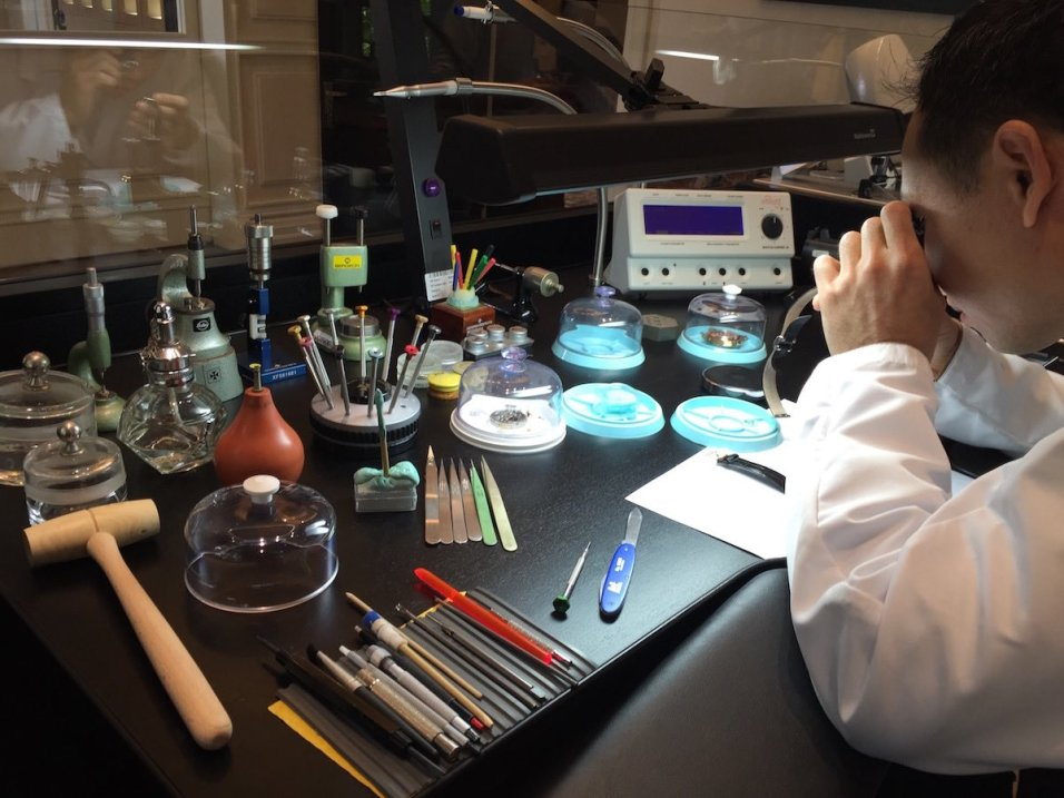 Vacheron Constantin Mansion Shanghai - Master Watchmaker at work