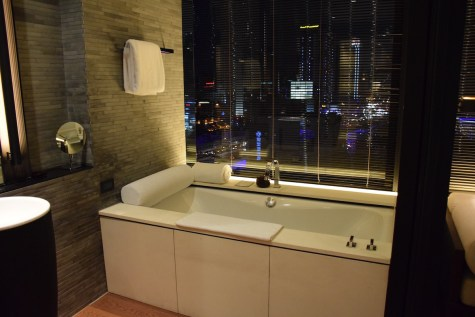 Grand Room - Window bathtube