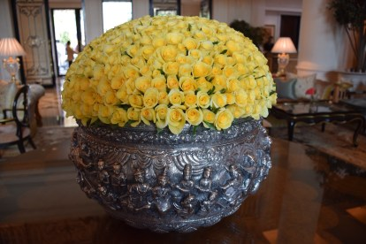 Lobby silver pot with 500 roses