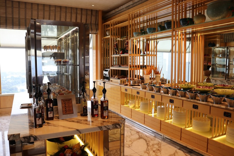 Complimentary snacks and drinks at Club lounge