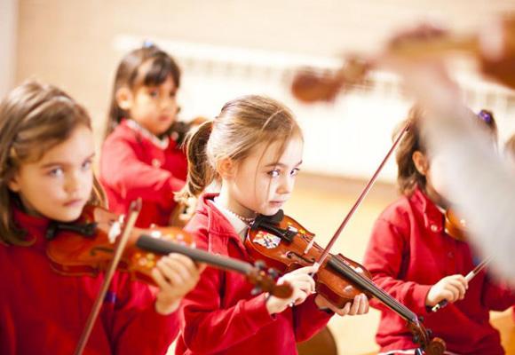 Debido a su elevado precio, algunos padres optan por apuntar a sus hijos a un colegio o guardería británica sólo durante sus primeros años