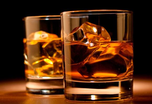 El whisky de malta con matices de turba armoniza con pescados ahumados