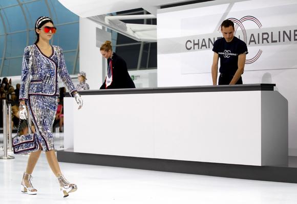 Desfile de Chanel inspirado en un aeropuerto