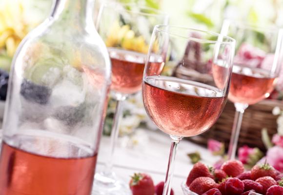 La vida se ve de color de rosa con un buen rosado y buena compañía