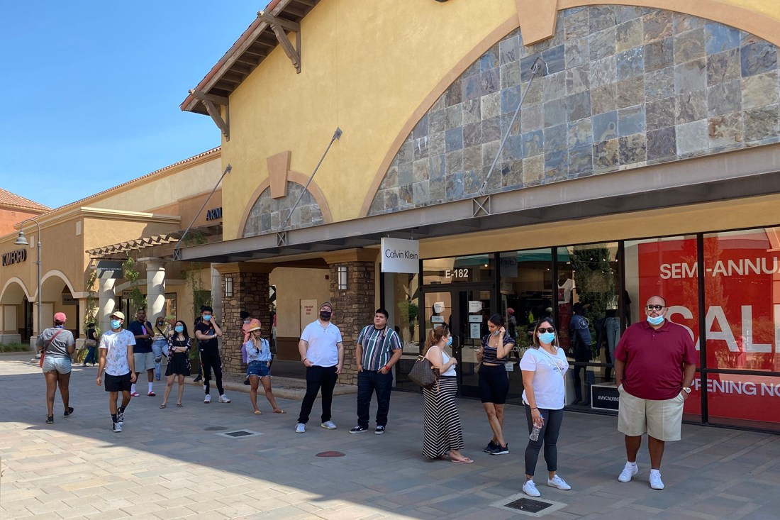 Line Continuing Outside Christian Louboutin Outlet (The Luxury Lowdown Blog)