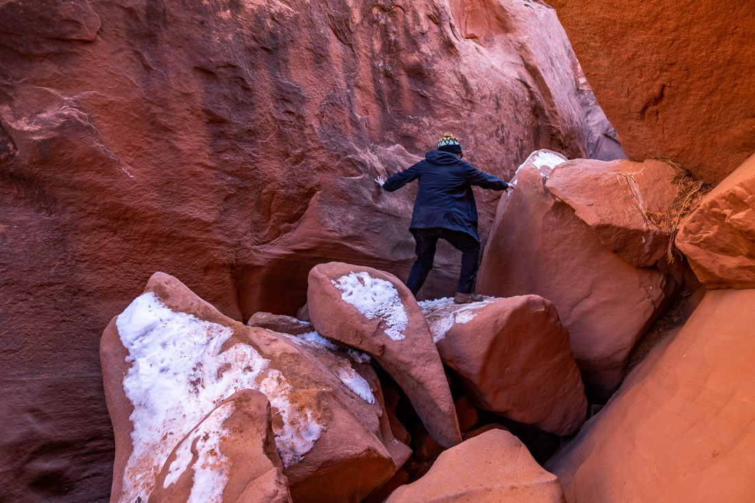 Boulders inside Spooky Slot Canyon at rope portion