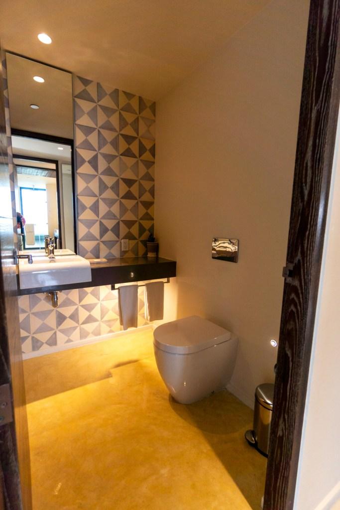 Lagoon View Suite Bathroom
