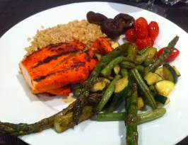 My dinner last night ... tandoori grilled chicken, freekeh (a high-protein ancient grain that is a recent find for me!), and half a plate of delicious, grilled vegetables!