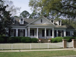 traditional-home-with-white-picket-fence-300x225