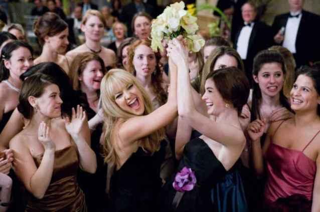 kate-hudson-e-anne-hathaway-in-una-scena-del-film-bride-wars-la-mia-miglior-nemica-101054