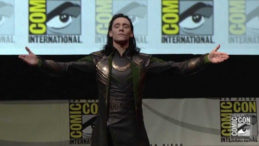 Loki, bisognoso di attenzioni, sfonda la quarta parete e si presenta al Comic Con di San Diego