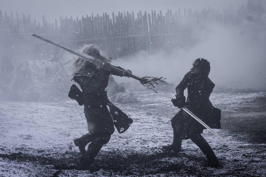 jon-snow-combatte-con-gli-estranei