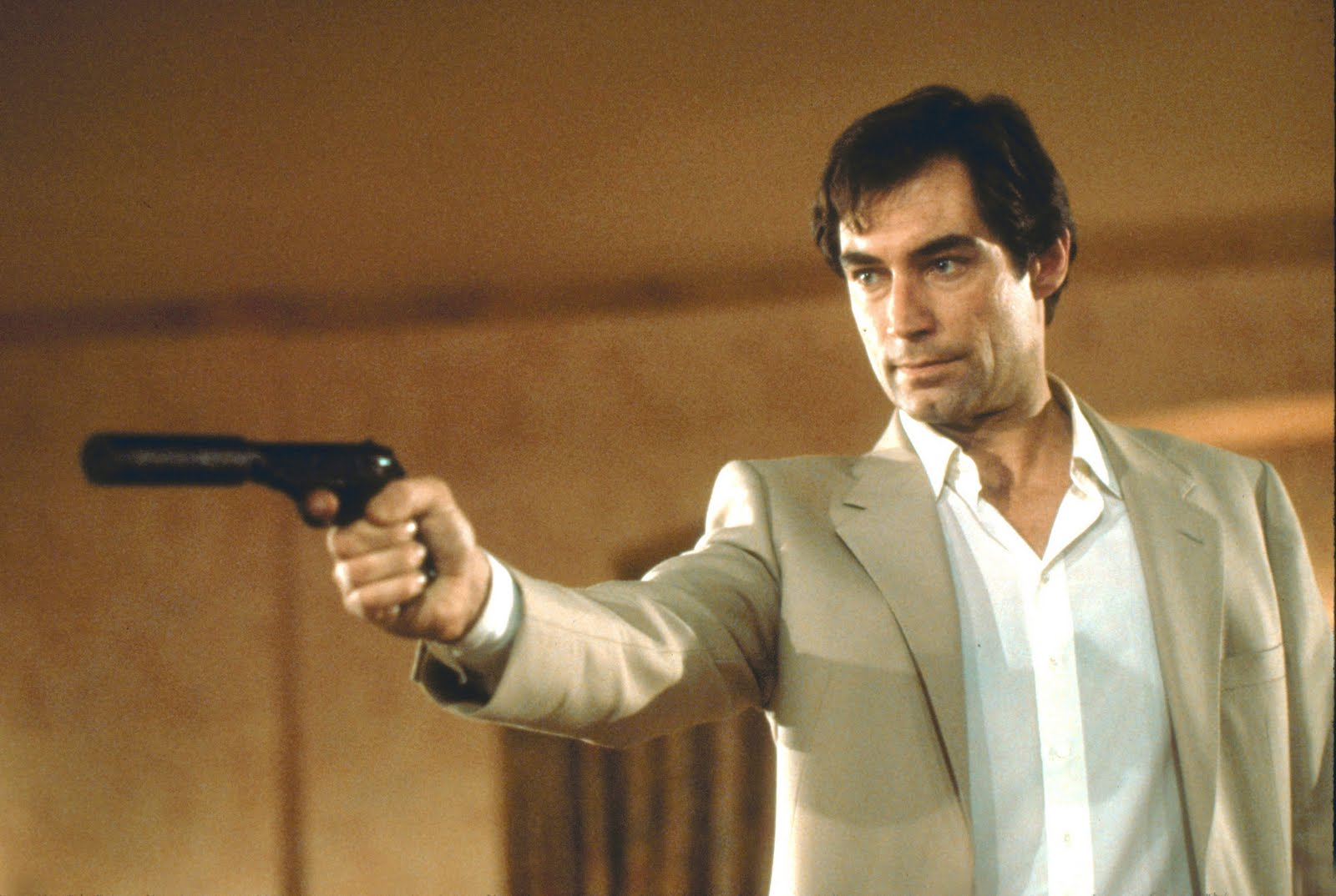 Timothy-dalton-james-bond-3