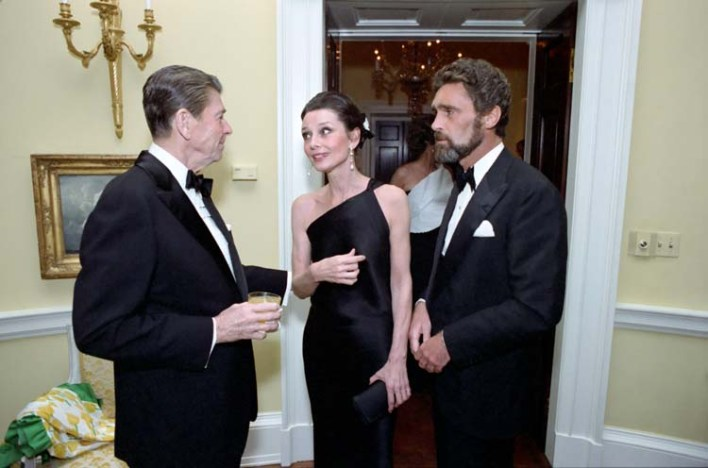 Ronald Reagan, sua maestà, un uomo con la barba. Frame inutile ma divertente.