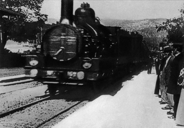 Treno - L'Arrivée d'un train en gare de La Ciotat
