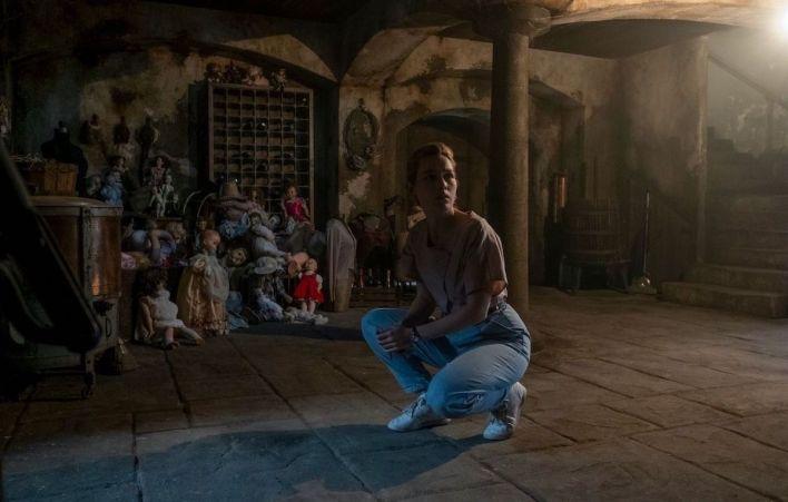 """Victoria Pedretti (Dani Clayton) in """"The Haunting of Bly Manor"""""""
