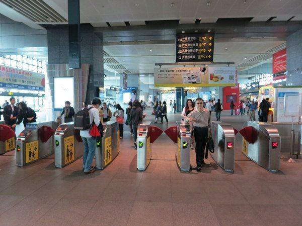taiwan-high-speed-rail-train-011