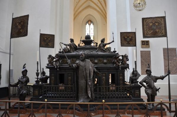 munich-king ludwig-IV-cenotaph