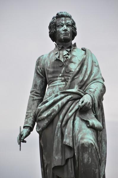 salzburg-mozart-statue-019
