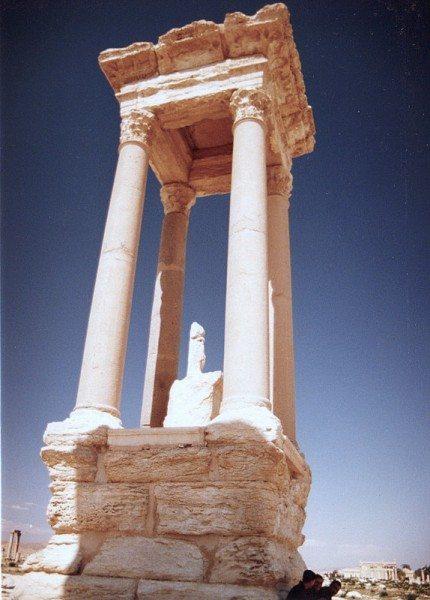 palmyra-syria-ruins-012