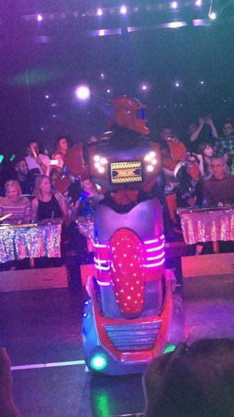 Robot-Restaurant-Japan_0876