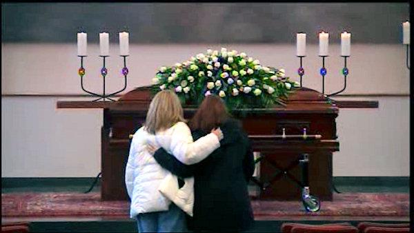 https://i2.wp.com/www.themafamily.net/wp-content/uploads/2012/01/Paula-I-at-Joes-Casket.jpg