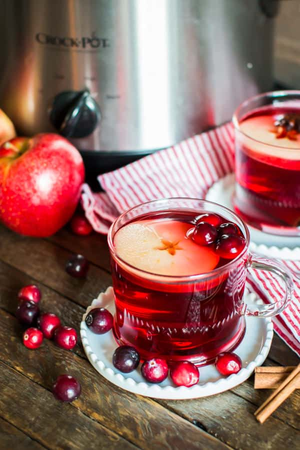 Non-Alcoholic Drinks for Thanksgiving - Slow Cooker Cranberry Apple Cider | http://www.roseclearfield.com