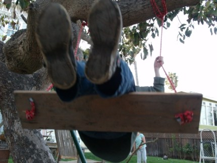 Make a Tree Swing - www.theMagicOnions.com