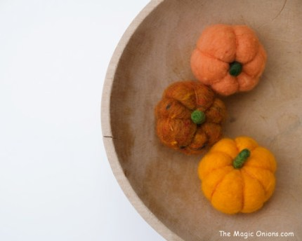 Tutorial on how to make cute needle felted Pumpkins for Autumn Decorating : www.theMagicOnions.com