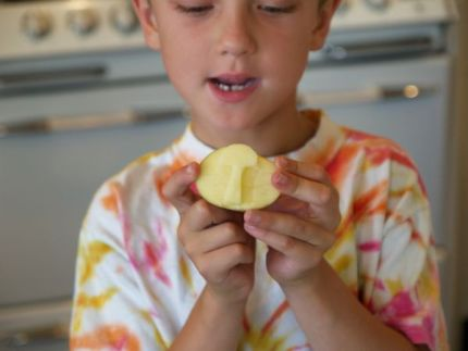 Potato Print Gift Wrap : www.theMagicOnions.com