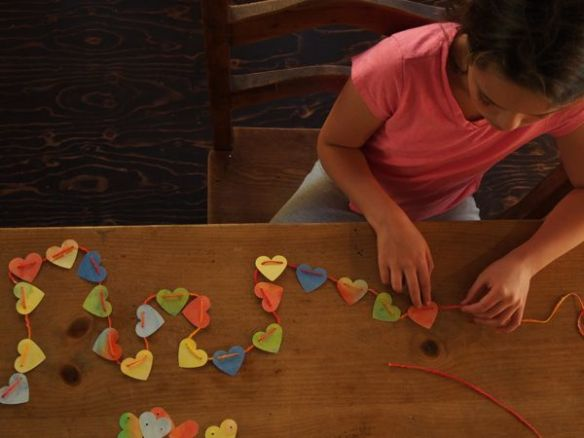 Making a Paper Heart Garland : www.theMagicOnions.com