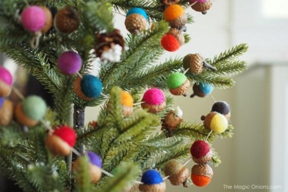 DIY Felt Acorn Christmas Garland Tutorial  : www.theMagicOnions.com