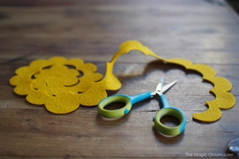 DIY Felt Flower Ornament Tutorial : www.theMagicOnions.com