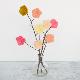 How To Make Felt Flowers in less than 1 minute!